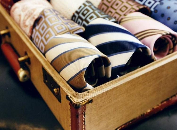 Vintage Suitcase Decor Is What Your Home Has Been Missing