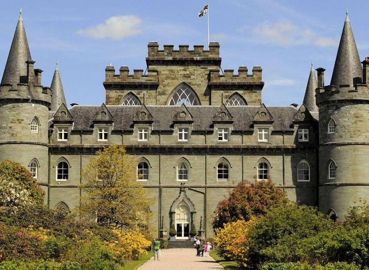 Relax Like Royalty In One Of These Castle Hotels