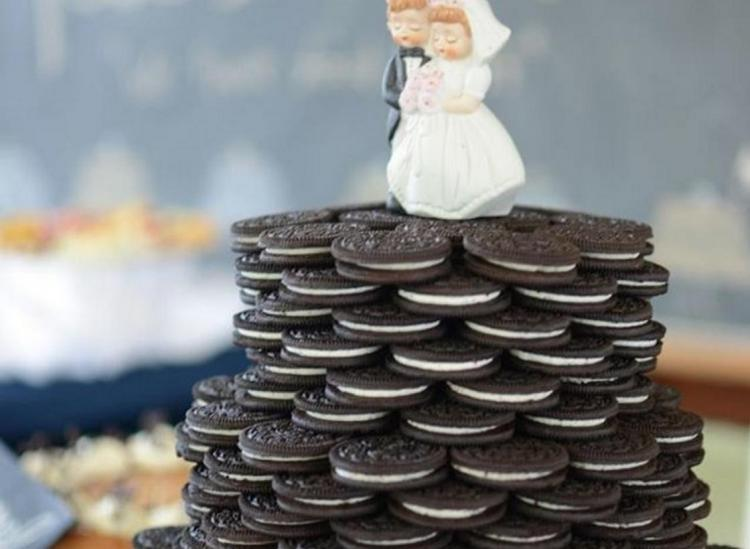 18 Insane Wedding Cakes That Have Nothing To Do With Cake