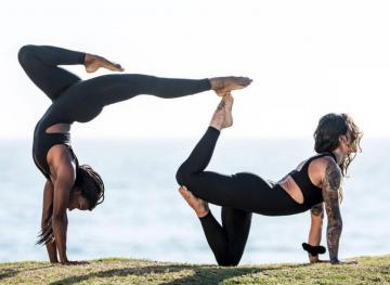 23 Partner Yoga Poses That Reveal The Beautiful Strength Of Human Bonds
