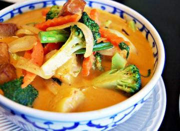 Here Are The Healthiest Swaps When Ordering Thai