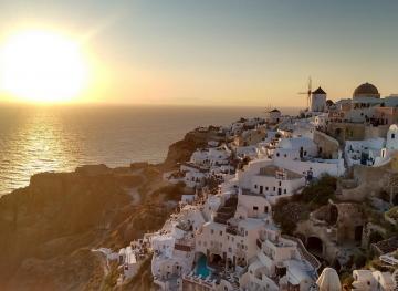 6 Must-See Sunset Spots In Santorini
