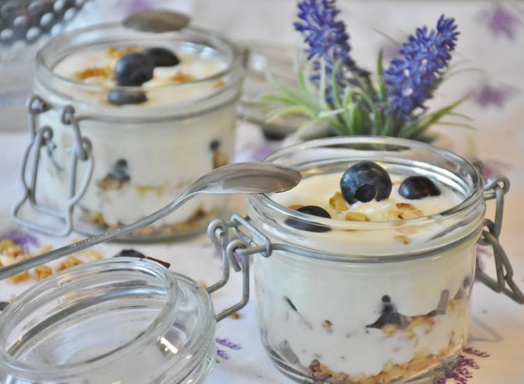 Here's Your Guide To Which Yogurts Are Actually Healthy (And Taste Good, Too)