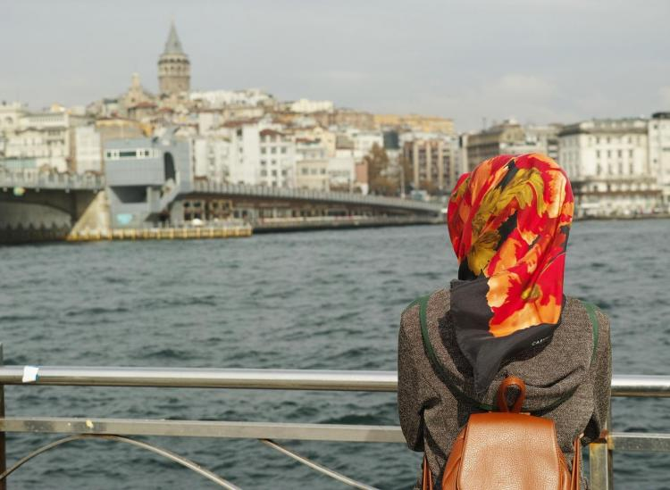 Here's Everything You Need To Know About Head Coverings When Traveling