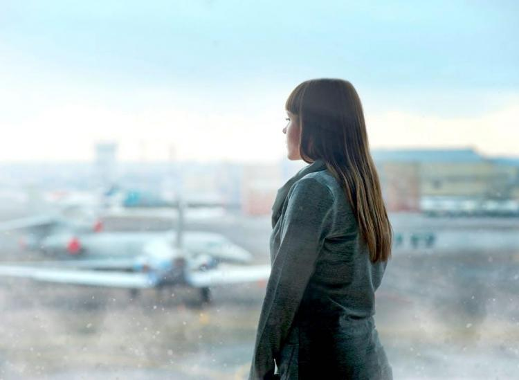 6 Ways To Avoid Feeling Like Garbage During And After Air Travel