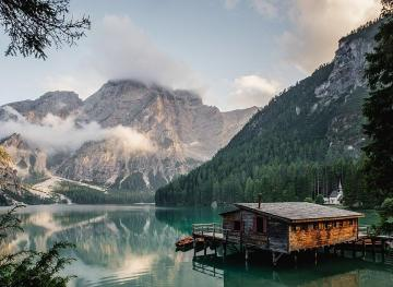 Photographers Love This Gorgeously Gloomy Italian Lake, And You Will Too
