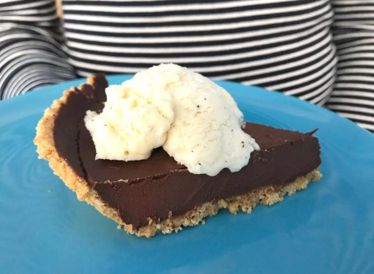 This Five-Minute Mexican Chocolate Pie Will Transport You Straight To Heaven