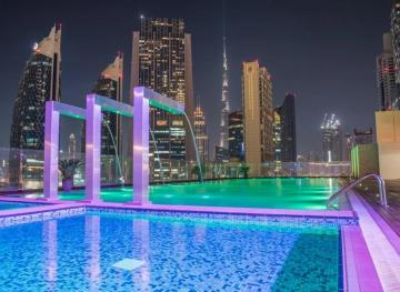 You Don't Have To Be A Guest To Enjoy Poolside Views At The World's Tallest Hotel
