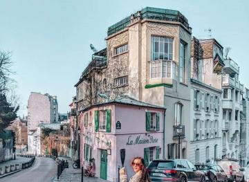 Instagrammers Adore This Pink Parisian Cafe In Montmartre — But Painters Found It First