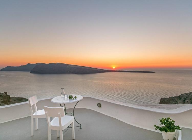 santorini cave airbnb