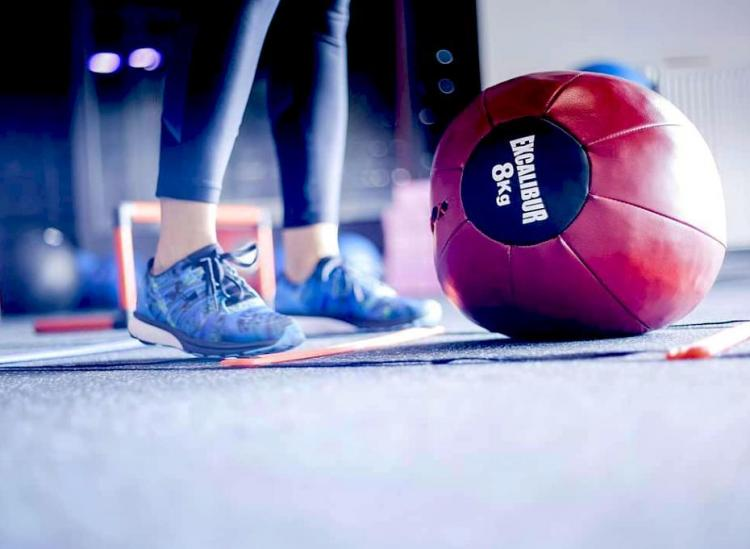 These Medicine Ball Moves Will Help You Tone In All The Right Places