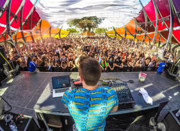 5 Of The Craziest Beach Parties In The World