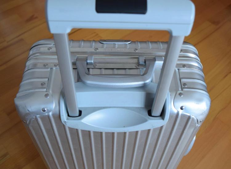 take a photo of suitcase