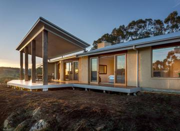 This Australian Airbnb With Jaw-Dropping Views Is Yours For Less Than $25 A Night