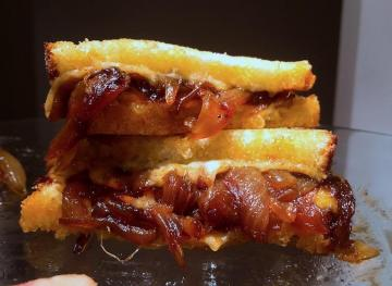 Satisfy Your Munchies With This Caramelized Onion Grilled Cheese