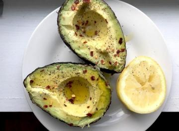 This 5-Ingredient Spicy Avocado Is The Breakfast Of Champions