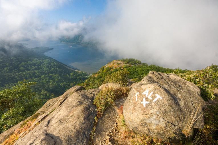 breakneck ridge trail