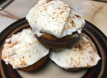 These 4-Spice Pumpkin Cupcakes With Cream Cheese Frosting Are The Epitome Of Fall
