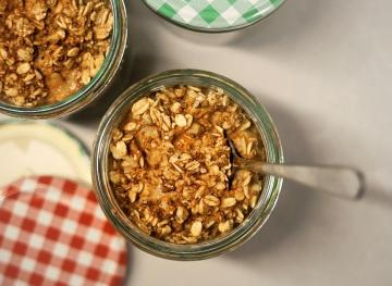 7 Sweet Ways To Doctor Up Your Instant Oatmeal