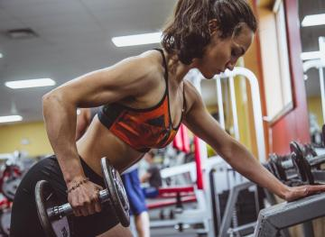 8 Exercises You Need To Know If You're New To Weightlifting (And How To Do Them)