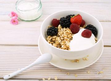 Here's How To Pick Between Full-Fat And Nonfat Yogurt Based On Your Health Concerns