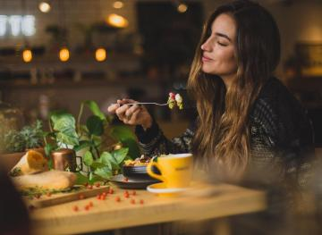 Your Step-By-Step Guide To Mindful Eating