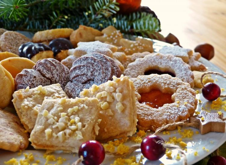 10 Delicious Italian Cookies You're Not Eating (And Where To Find Them)