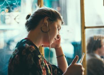 8 Podcasts That Will Totally Inspire Your Career (And Make Your Commute Bearable)