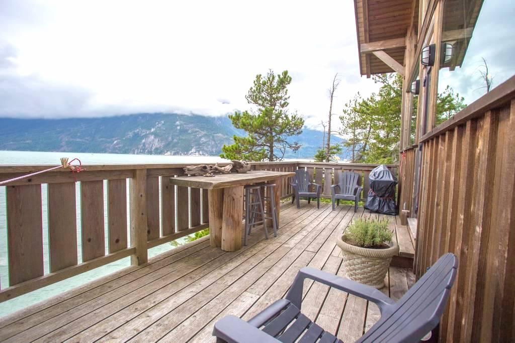 cabin airbnb canada