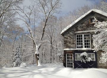 This Rustic Barn Airbnb In Upstate New York Is Your Ultimate Wintery Retreat