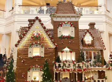 4 Life-Sized Gingerbread Houses That Make The Holidays Extra Sweet
