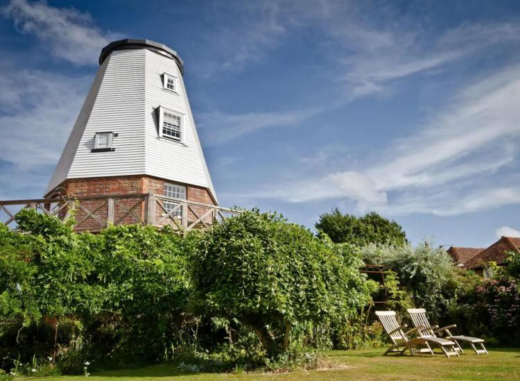This Windmill Airbnb In Kent Countryside Is Your Ultimate Romantic Getaway
