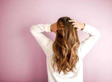 6 Natural Remedies For Dandruff