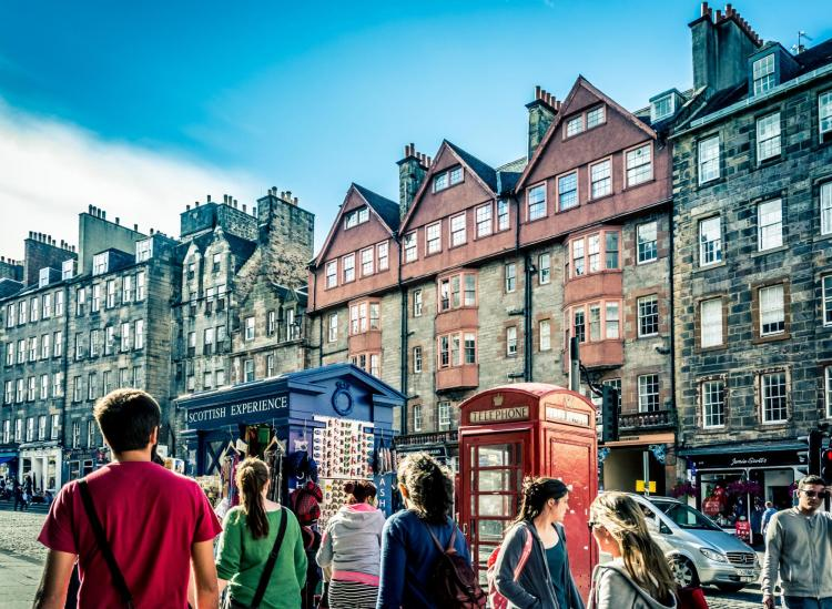 Here's How To Visit Edinburgh On The Cheap